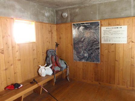 20120102‐22避難小屋内