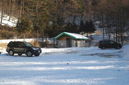 20120205-03駐車場