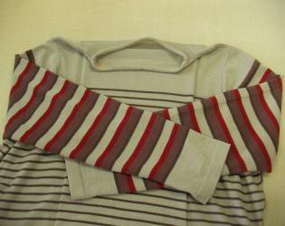 色セーター1