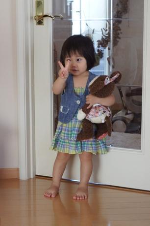 人形と一緒に2歳~♪