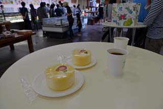 六花亭でコーヒーとケーキ