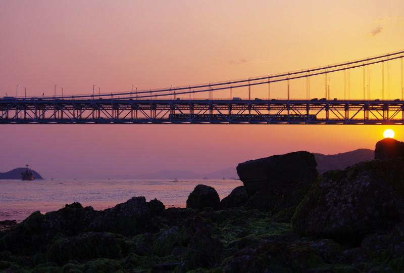 瀬戸大橋と電車