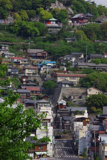 対岸の千光寺への坂