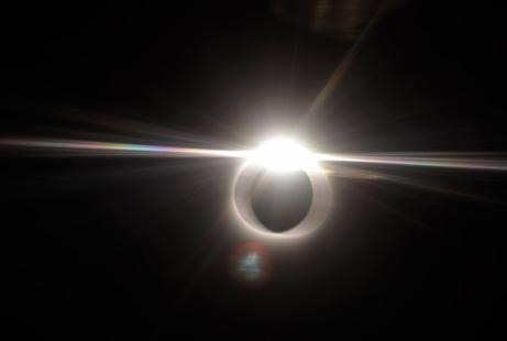 090722-02-eclipse-diamond-ring-airplane_big.jpg