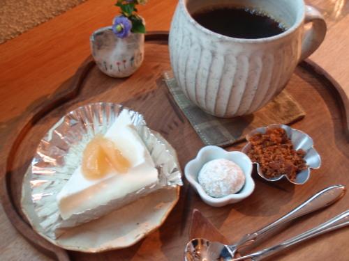 レアチーズケーキと珈琲