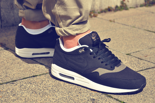 nike-air-max-1-black-smoke-1.jpg