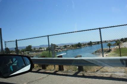 コロラド川を渡る