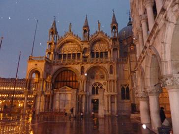 小雨のサンマルコ広場