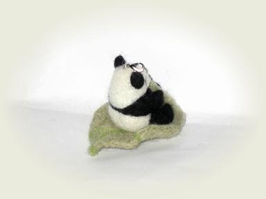 羊毛フェルト★木の葉に乗って・・・