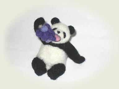 羊毛フェルト★食いしん坊パンダ(ぶどう)
