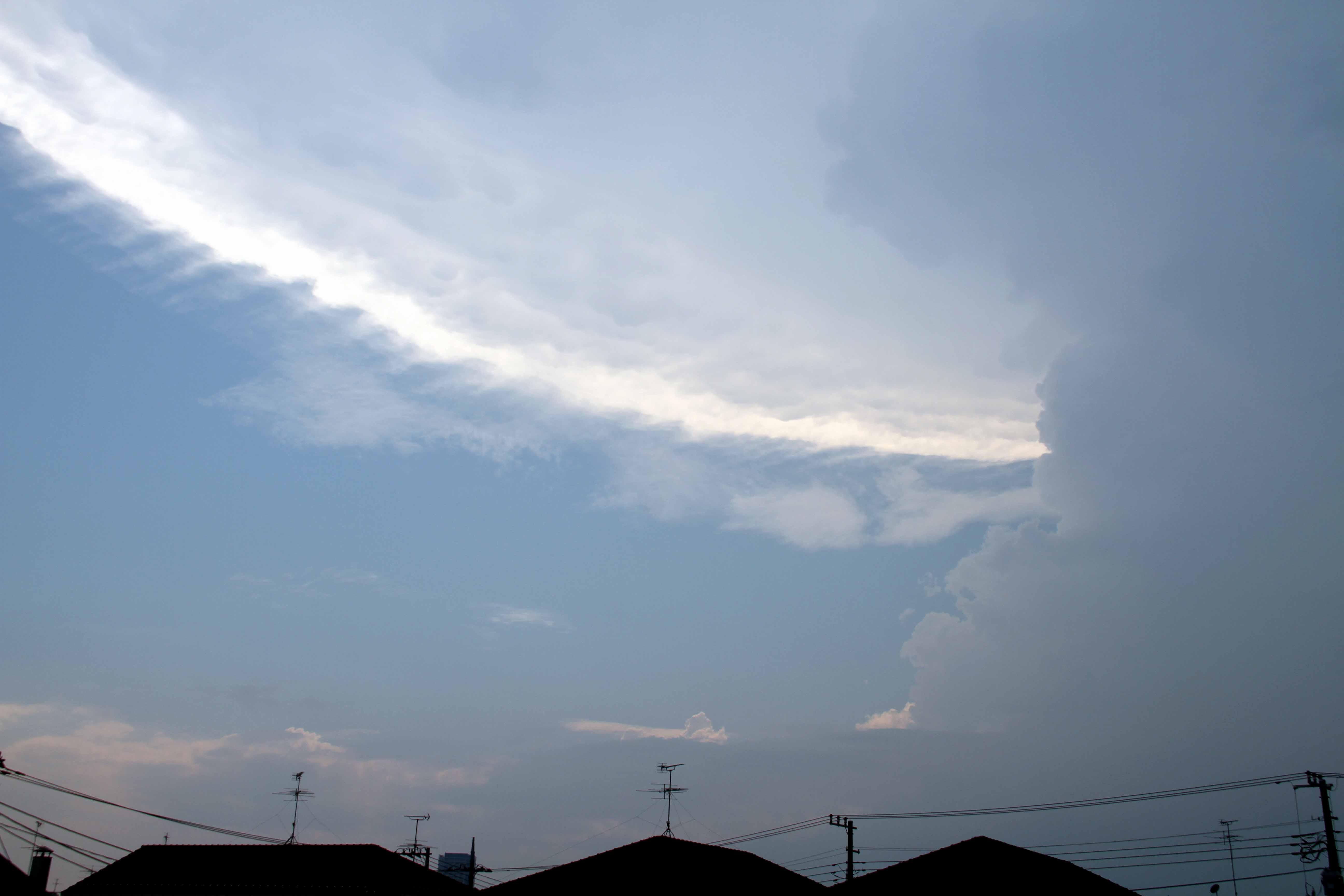 ⑦積乱雲とカナトコ雲 11日14時30分