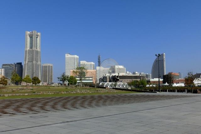 ランドマークタワーと大観覧車コスモクロック