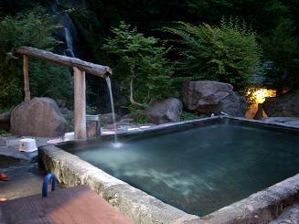 夜の女性湯滝見の露天