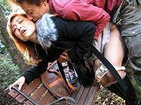 ★無修正★四十路美熟女が息子と昼間の公園で大胆近親相姦!