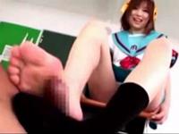 綾波優 涼宮ハルヒのコスプレをした美少女にフェラと足コキで抜かれる!