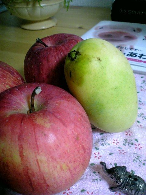 リンゴとペリカンマンゴー