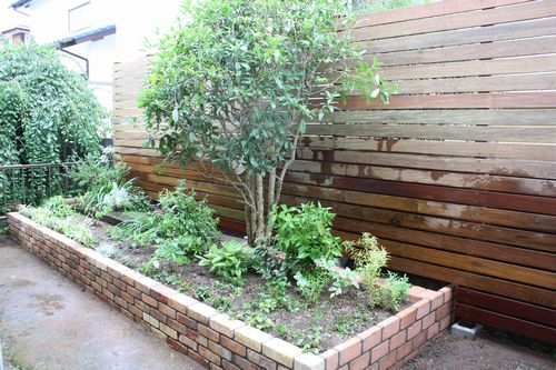 T's Garden Healing Flowers‐ウッドフェンスの庭