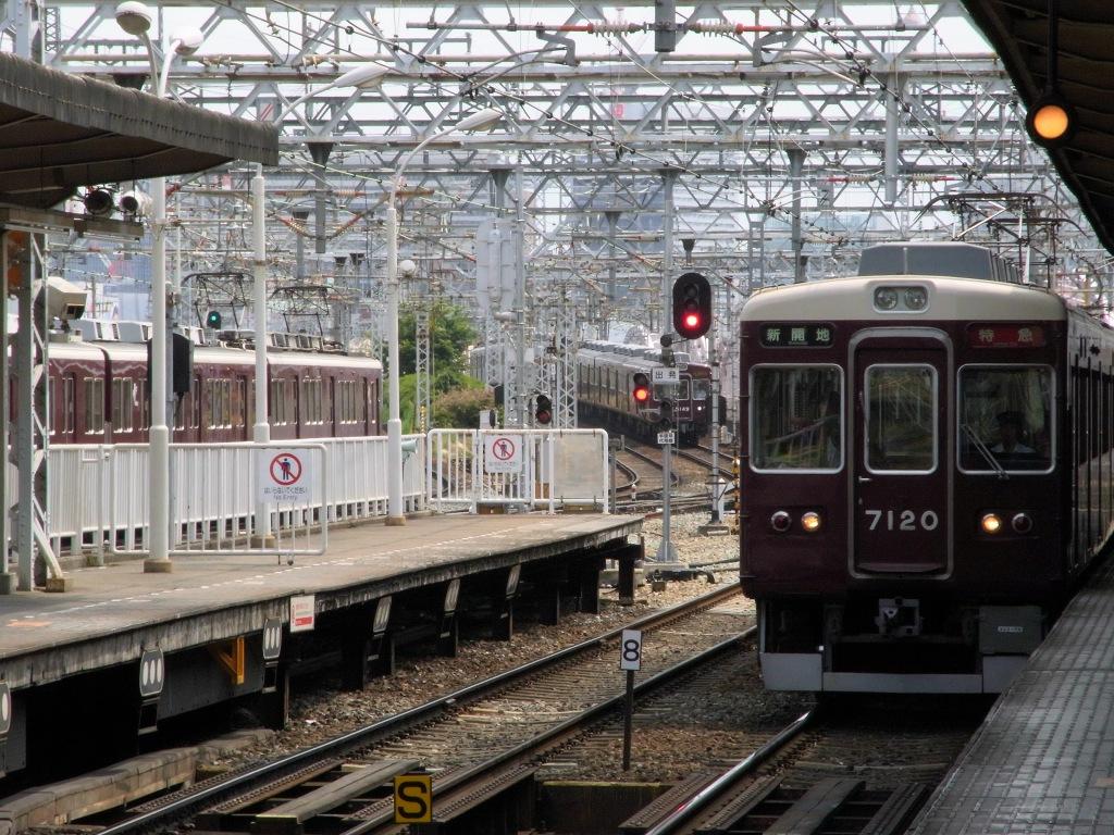 十三駅から梅田を望む。