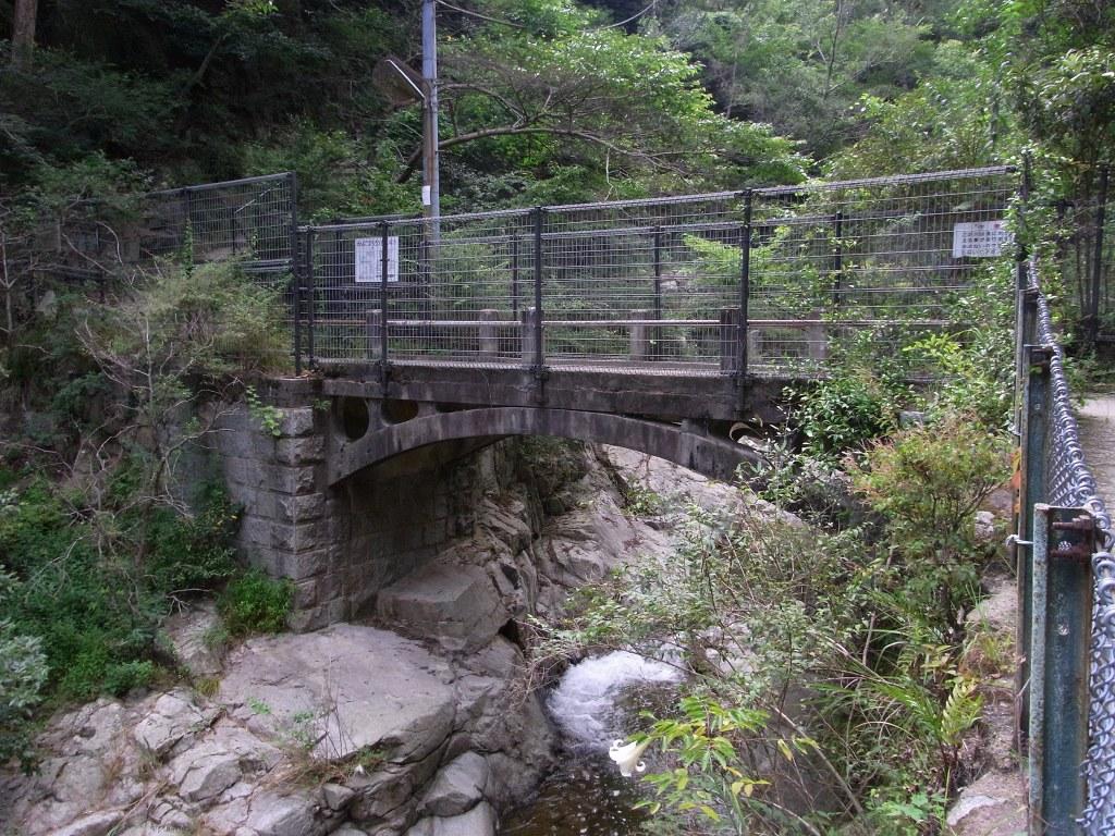 その名も「谷川橋」。