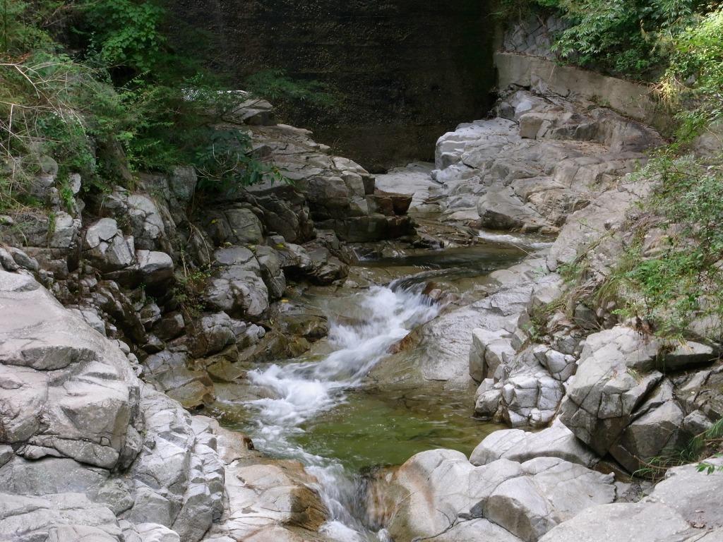 日本百名渓流「布引渓流」。