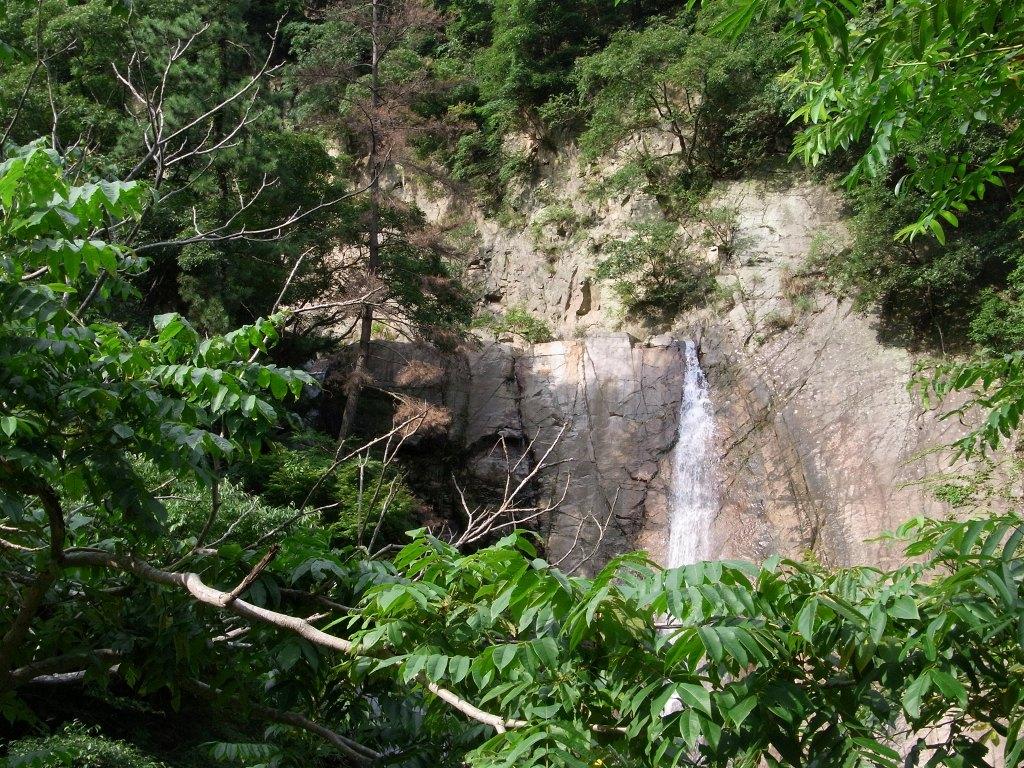 五本松隠れ滝。