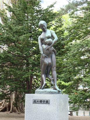 北の母子像