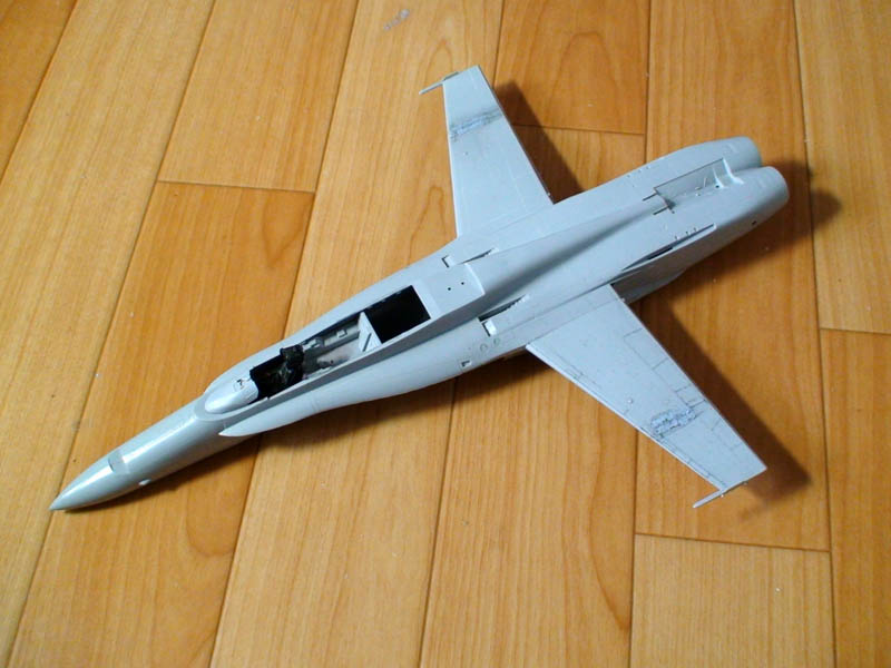 F18028