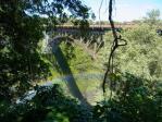 国境の橋が見える