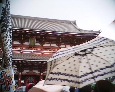 雨の浅草寺・宝蔵門