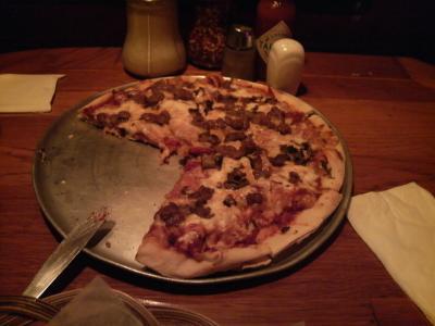 チャートハウスのピザ
