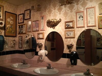 ブカレストランのトイレ1