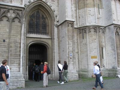 ノートルダム大聖堂へ入る