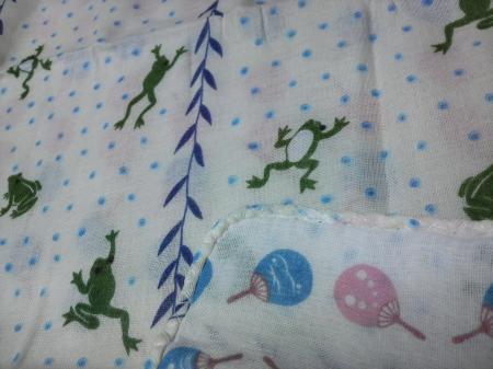 柳に飛びつく蛙