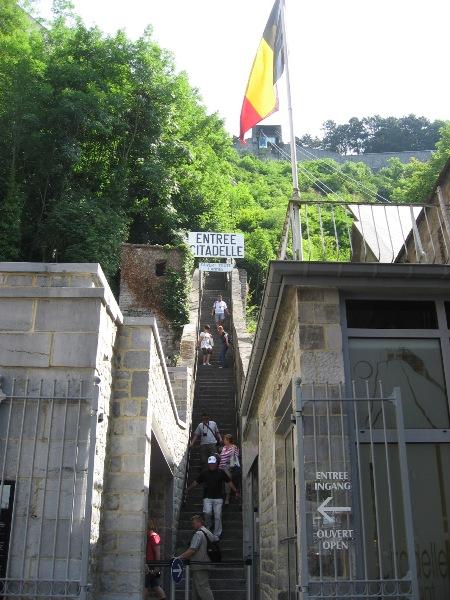 階段かロープウェイか?
