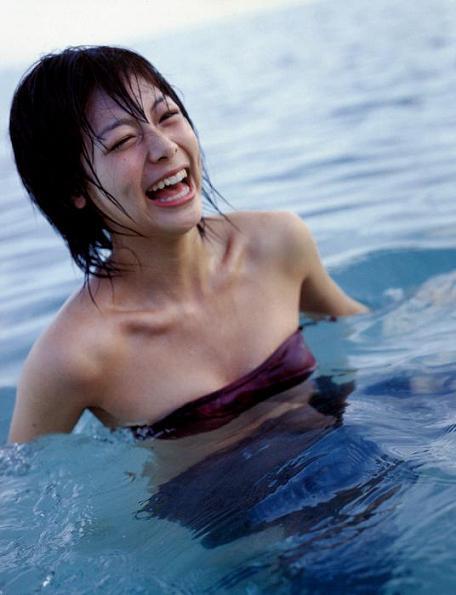 相武紗季 セクシー 水浴び 画像集