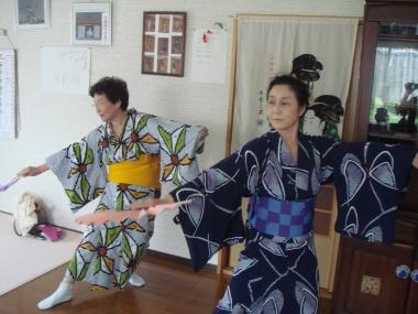右:渡部アキノさん 左:先生