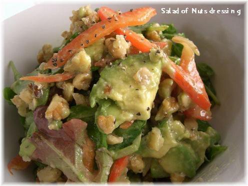 ナッツドレッシングのサラダ