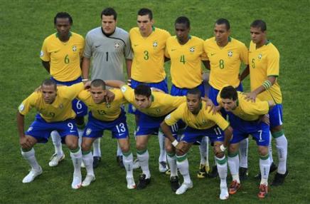 789214686-row-brazil-s-kleber-julio-cesar-lucio-juan-gilberto-silva.jpg