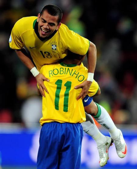 Daniel+Alves+brazil_450.jpg