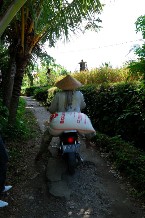 110720_バイクのおじさん