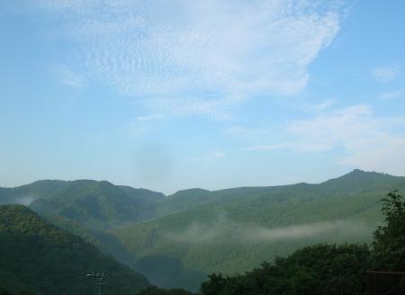 6/24 朝、南の山と青空
