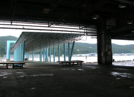 長崎魚市場の中