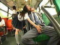 バス内でお金払ったらベロチュウしながら抜いてくれるギャル