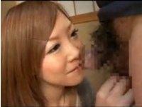 「やらしいというか香ばしい匂いがしますね」チンポを嗅いだ感想をこうもらした若妻のフェラ!