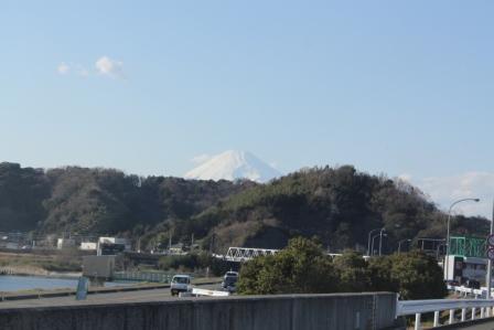 富士山はまだ白い